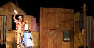 Comédie théâtrale et burlesque pour un arbre de Noël à Azé (41)